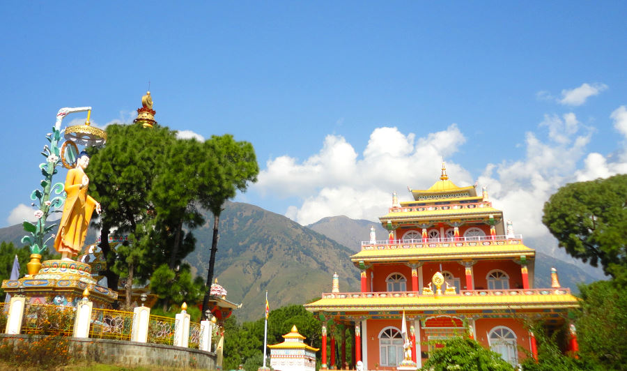 Buddhist_temple_Himalaya