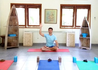 Роман Тэос инструктор по йоге онлайн