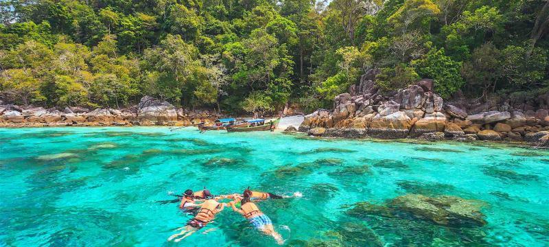snorkel diving at Koh Lipe of Andaman sea, Thailand